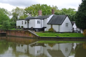 Notice the round roof - the cottages on this canal were built by the bridge builders.   They only knew how to build curves - so all the cottages have curved roofs.    It's a fact!