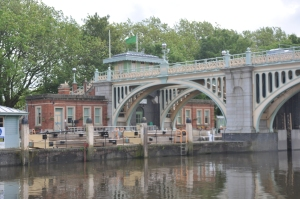 Richmond Lock.   Slack tide, we went under the bridge instead.