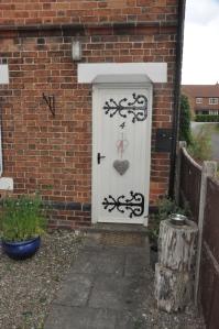 Great door hinges.